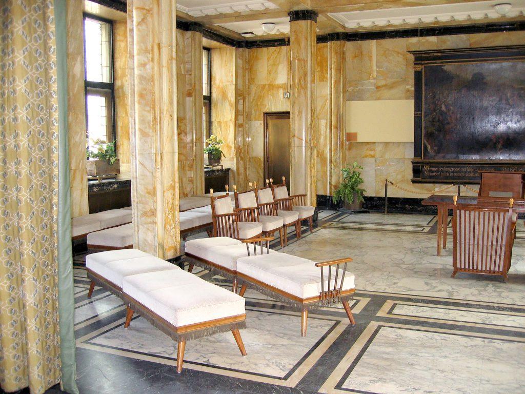 Leiden, stoelen, architect Blauw, Haarlem, hout, restauratie, conservering, houtwerk, meubelrestauratie, restaureren