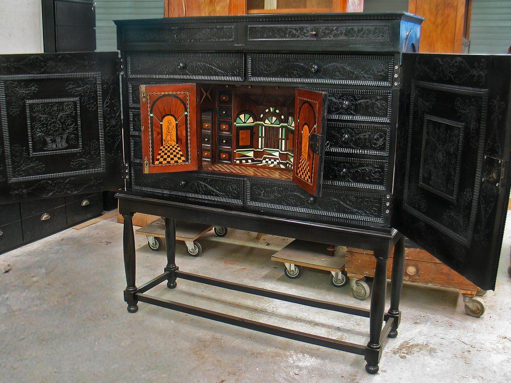 hout, restauratie, conservering, houtwerk, meubelrestauratie, restaureren, 17de eeuws object, kunstkabinet, bijzonder object