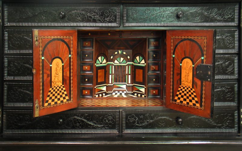 hout, restauratie, conservering, houtwerk, meubelrestauratie, restaureren, bijzonder object,
