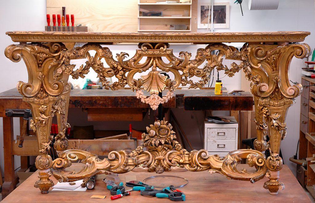 hout, restauratie, conservering, houtwerk, meubelrestauratie, ornamenten, bladgoud, restaureren